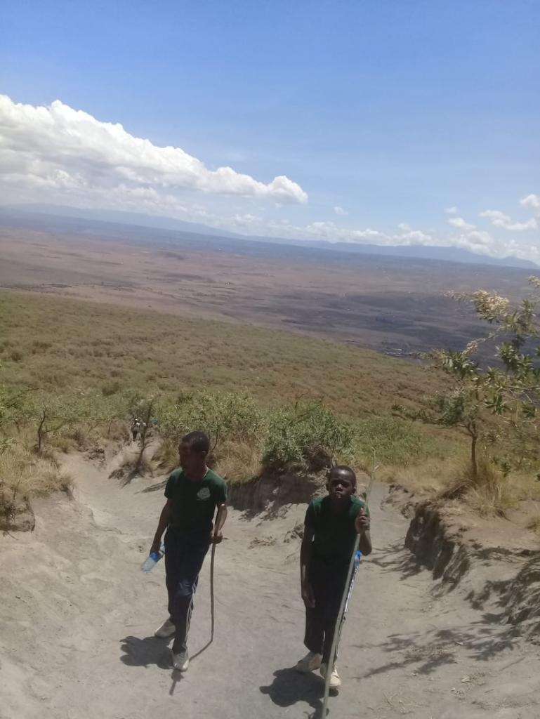 Two gentlemen climbing the mountain